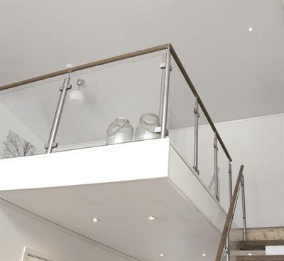 De Micropan panelen hebben een elegante breedte van 290mm. Alle panelen zijn doorkoppelbaar door de 4 zijdige afwerking. De hoogwaardige decorfolie op de panelen is speciaal verlijmd met PU waarmee aantasting door te hoge temperaturen en vocht verleden tijd is. De collectie van decoren maakt een keuze voor eenieder mogelijk en brengt het interieur warmte en sfeer.