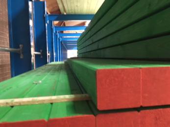 Een metselprofiel, ook wel gewoon profiel genoemd, is een loodrecht opgestelde stijl bij de hoek of einde van een te metselen muur. Voor de bevestiging aan de onderzijde worden er klampen tegen de onderliggende muur of op de vloer bevestigd.