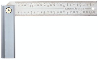 Winkelhaak met millimeterschaalverdeling die kan worden ingesteld in drie posities: 45°, 90° en 135°. Het blok en het blad kunnen worden ingeklapt, zodat de winkelhaak eenvoudig kan worden opgeborgen en in de zak van uw werkbroek past. Het blok is gemaakt van geanodiseerd aluminium. Het blad is 45 mm breed en gemaakt van roestvrij staal. De schaalverdelingen zijn diep in het staal geëtst en zijn zeer slijtvast.