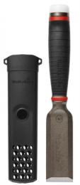 Beitels met perfecte precisie, scherp, heavy-duty, en altijd bij de hand. Klaar voor taken die extreme sterkte en precisie vereisen. Een perfect lemmet, aangezet op 25° voor de beste verhouding tussen scherpte en duurzaamheid. De gehele beitel inclusief het handvat kan plat worden geplaatst tegen het oppervlak voor uitgebreide toepassingen. Doordachte holster gemaakt van duurzaam PP voor betere bereikbaarheid, de holster kan makkelijk aan een riem of een knoop van je werkbroek bij je duimstokzak vastgemaakt worden. Gesmeed uit één stuk tot het eindstuk voor extreme duurzaamheid en de krachtoverbrenging naar het werkstuk te maximaliseren. Plat contactoppervlak met meer toepassingsmogelijkheden. Santopreen handvat, geoptimaliseerd voor zowel kracht en precisie. Doordachte holster voor betere bereikbaarheid. Vervangbare nylon slagdop verkrijgbaar als reserveonderdeel.