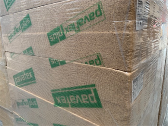 Pavaflex Plus is flexibele houtvezelisolatie met een betere lambda-waarde. Toepassing: Pavaflex plus wordt geplaatst tussen de staanders, sporen en balken van vloeren, muren en daken. Voordelen: natuurlijke & flexibele houtvezelisolatie eenvoudige verwerking & zeer goede klemwerking uiterst geschikt materiaal voor de isolatie tussen de sporen van een houtconstructie/skelet natuurlijk proces tegen ongedierte, brandvertragend behandeld
