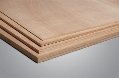 Okoumé is het meest gebruikte plaatmateriaal voor exterieure toepassingen. Het hoogwaardige materiaal leent zich uitstekend voor buiten betimmeringen zoals boeidelen, windveren, dakranden, dakkapellen, borstweringen en gevelbekleding. Daarnaast is het zeer geschikt voor het vervaardigen van deuren. Okoumé is een zeer sterke multiplex plaat en voor diverse constructieve toepassingen te gebruiken. Toepassingen Okoumé triplex kan uitstekend worden gezaagd, gefreesd, geschroefd en gespijkerd. Het aantal toepassingen is enorm, zowel voor binnen als buiten is het uitstekend geschikt.