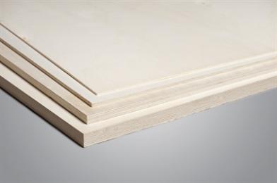 Populieren Multiplex is een plaatmateriaal dat is opgebouwd uit een kern van lagen populieren hout, met aan beide zijden een laag fineer gelijmd met perfect afgewerkte randen. Deze houtsoort is voornamelijk afkomstig uit Italië, Spanje en Frankrijk. Het wit/geel gekleurde oppervlak van de plaat geeft een speels decor en is uitermate geschikt voor binnen betimmeringen.