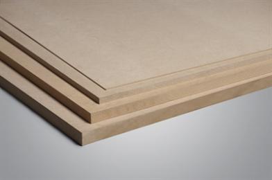 Vergeleken met een standaard MDF-plaat heeft FIBRAPAN ULTRALIGHT een 30% lagere dichtheid, waardoor deze een zeer geschikte oplossing is wanneer een zeer lichte en bewerkbare plaat vereist is. Het product kan worden gecoat met decoratieve materialen zoals pvc, verf enz. FIBRAPAN ULTRALIGHT heeft een glad en egaal oppervlak en beschikt over een grote homogeniteit en dimensionale stabiliteit. Lichtgewicht. Classificatie E1: laag formaldehydegehalte.